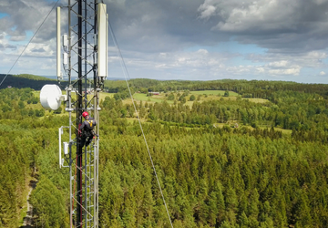 Cable installer carrying out an installation high in a telecom tower